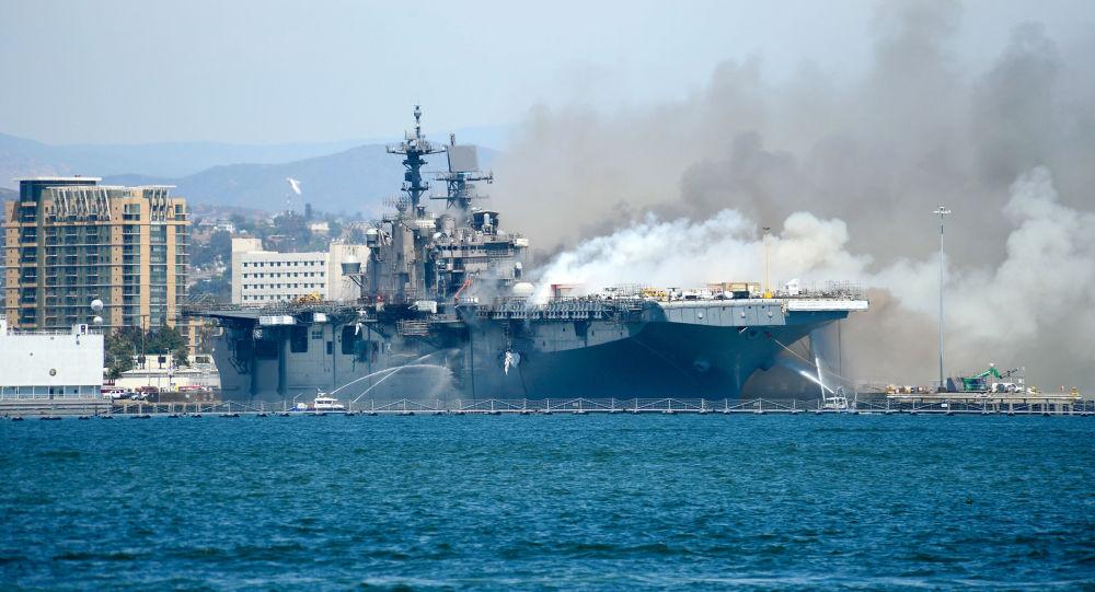 美國海軍將把失火受損的「好人理查德」號兩棲攻擊艦報廢處理