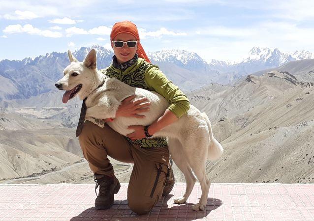 環球1000天:俄羅斯女子帶愛犬自駕周遊世界
