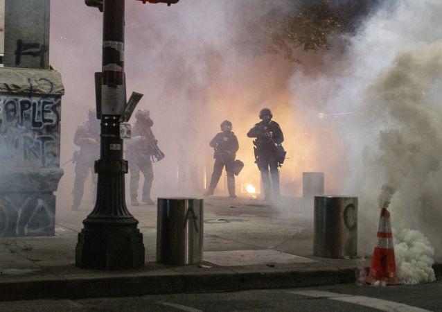 美國波特蘭約20人在焚燒警察協會辦公樓後被拘捕