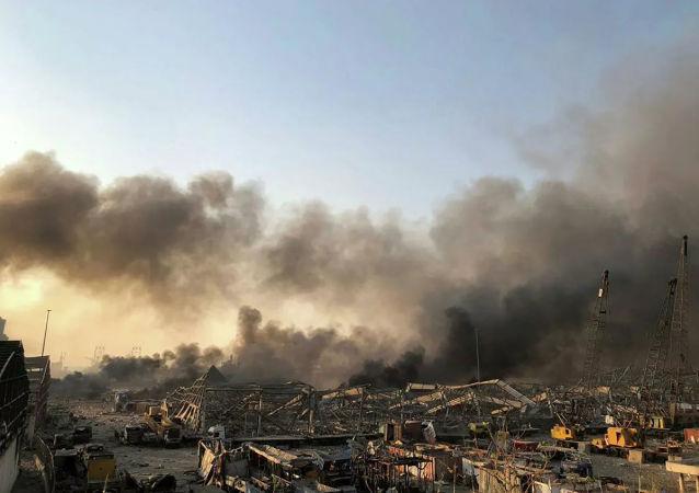 黎巴嫩軍用直升機繼續在貝魯特火災現場滅火