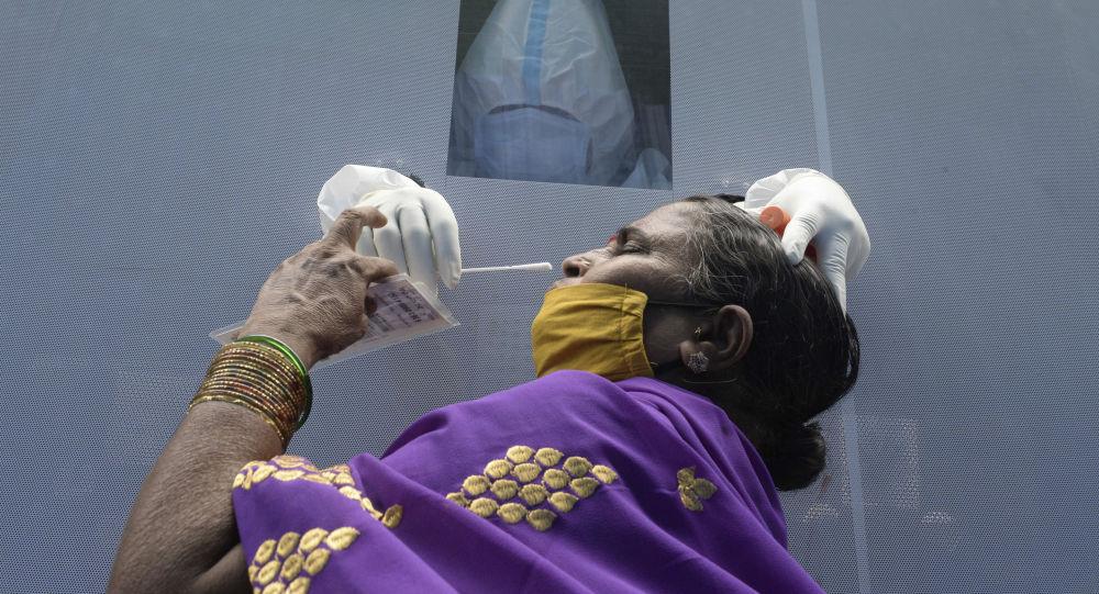 印度衛生部:印度單日新增確診新冠病毒感染病例6.15萬例