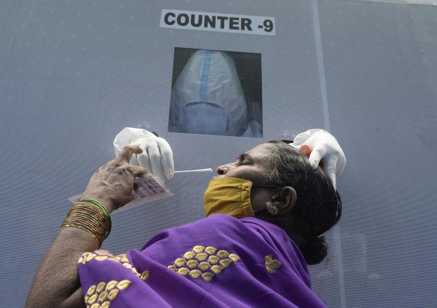 印衛生部:印度單日新增新冠病毒感染病例創最高紀錄超7.8萬例