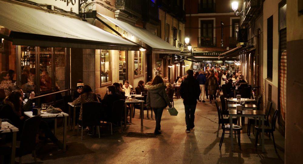 西班牙政府決定關閉舞廳並限制街頭吸煙