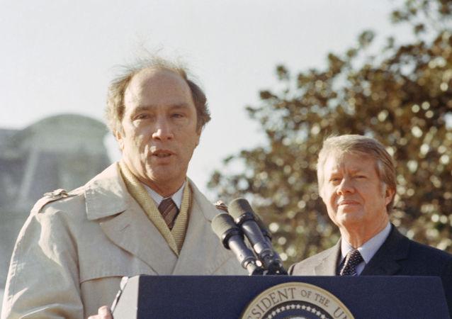 加拿大前總理皮埃爾·特魯多(左)與美國前總統卡特