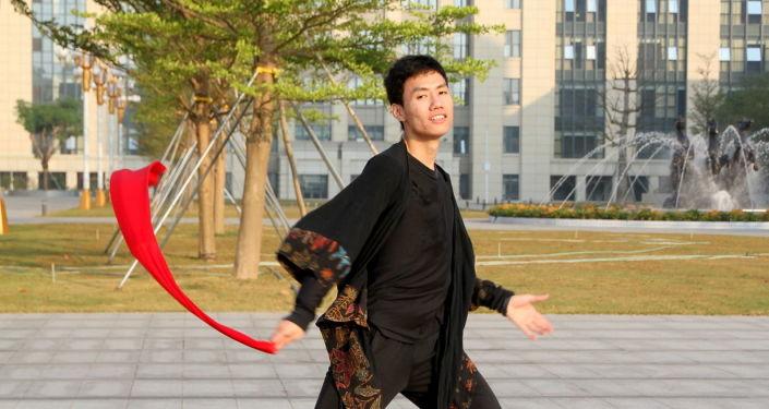 並不局限於學習:李毓茂在莫大在線友誼節上致辭