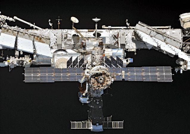 國際空間站宇航員完全堵住俄羅斯艙的第一個裂縫