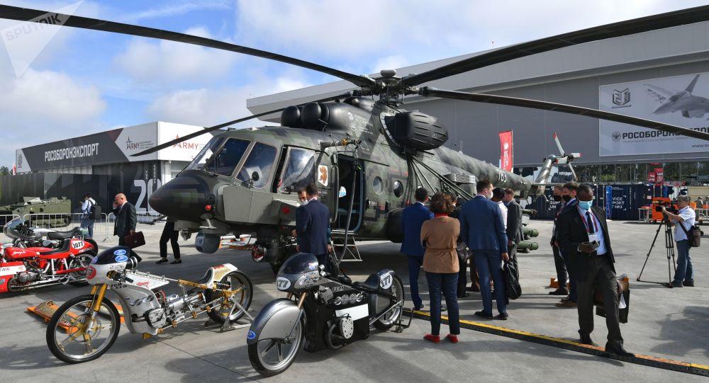 「軍隊-2020」 國際軍事技術論壇武器展中的一架米-171Sh「風暴」武裝運輸直升機,「愛國者」軍事愛國主義文化休閒公園