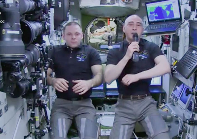 正在國際空間站的俄羅斯宇航員伊萬•瓦格納和阿納托利•伊萬尼申