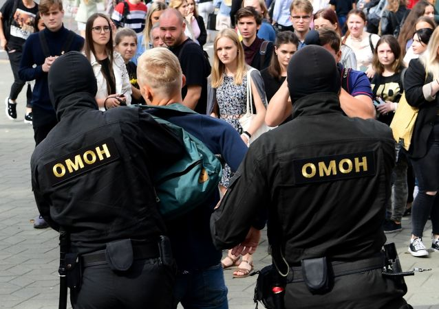 白俄羅斯執法人員在12日的抗議活動期間拘留114人