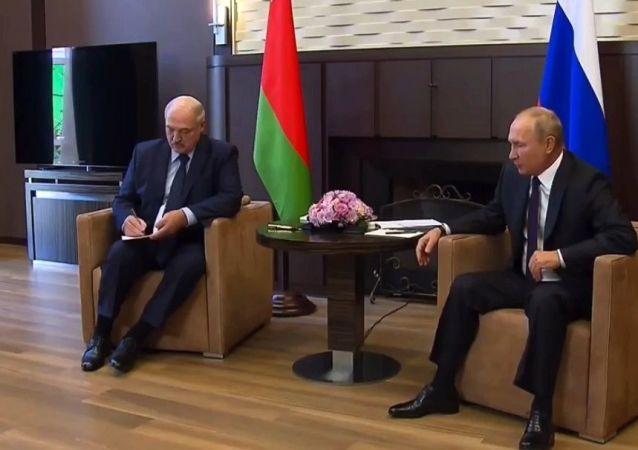 媒體:盧卡申科可能在5月底前赴俄同普京會晤