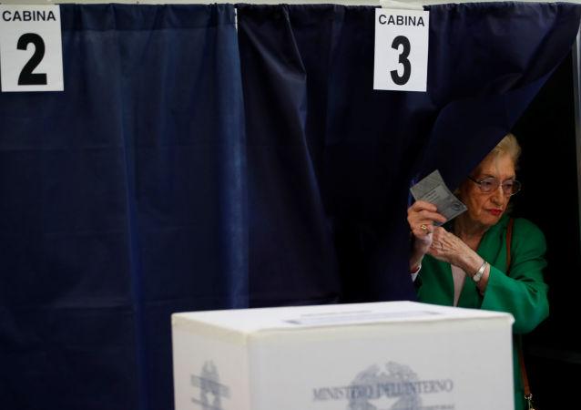 未錯過一次選舉的108歲老婦在意大利投票
