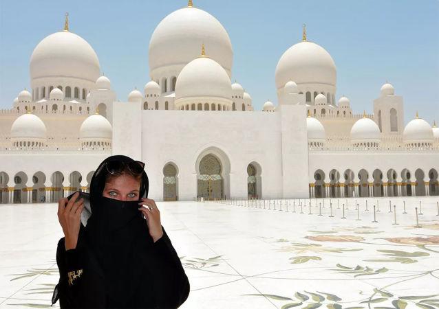 迪拜警方將丟失的鑽石歸還給遊客
