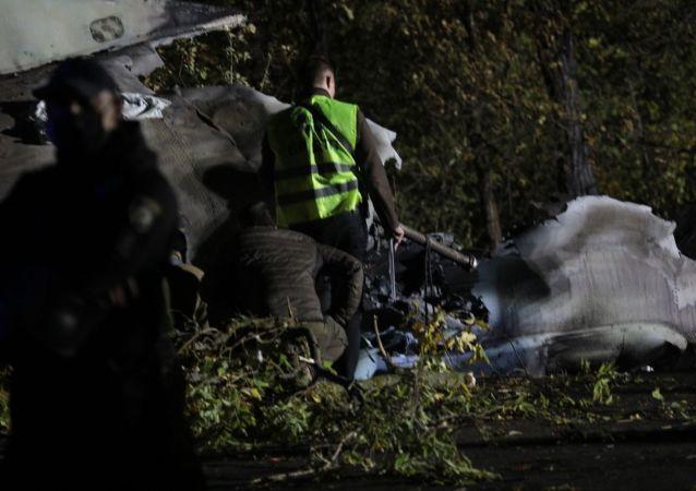 烏克蘭國防部:墜毀的安-26飛機黑匣子被找到但尚未取出