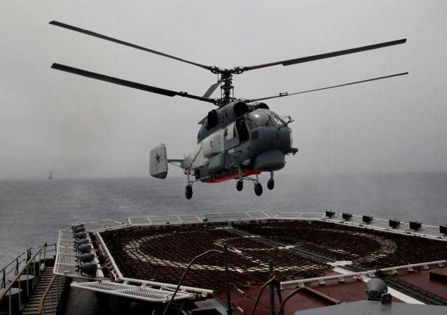 俄太平洋艦隊直升機在勘察加演練救援遇險飛機乘員