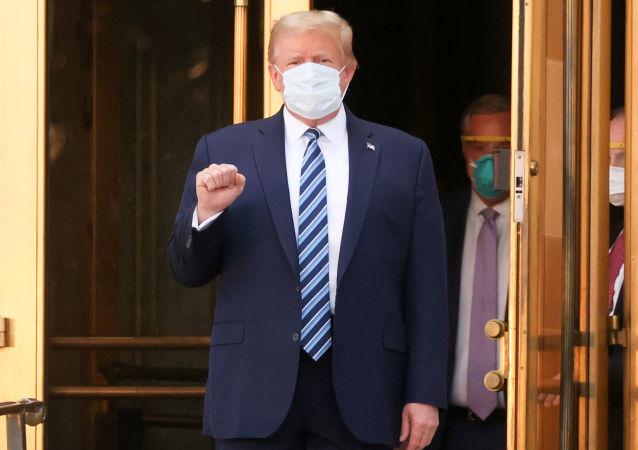 特朗普在治療COVID-19新冠肺炎期間曾被擬連上呼吸機