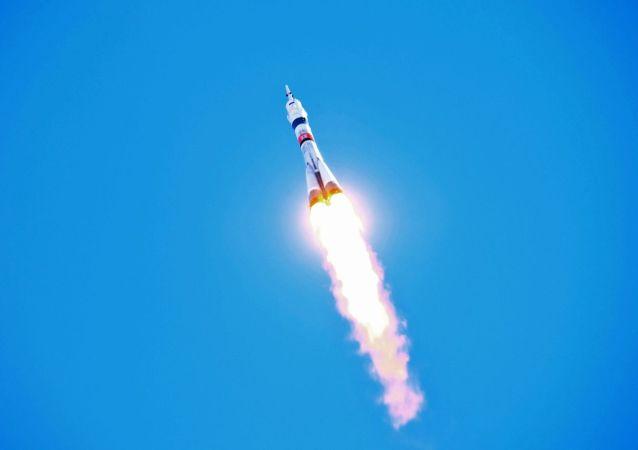 專家估計兩名日本遊客為乘俄羅斯「聯盟」號飛船支付八千萬美元
