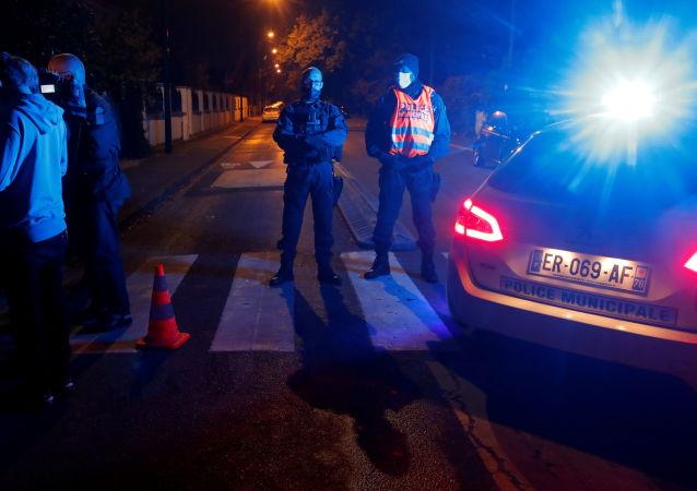 法國巴黎郊區教師被殺案中的7名嫌犯將出庭