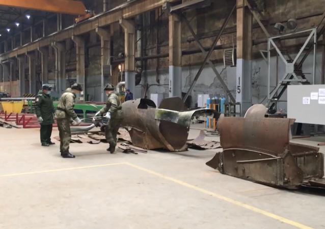 搜索人員用找到的零件修復了伊爾-2攻擊機