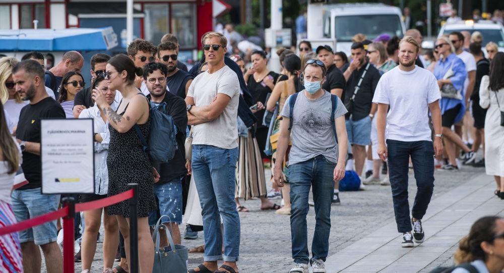 瑞典人對當地抗擊冠狀病毒的模式失去信心