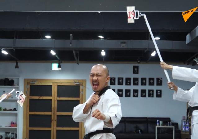 有殺傷力的足球:韓國跆拳道運動員表演足球