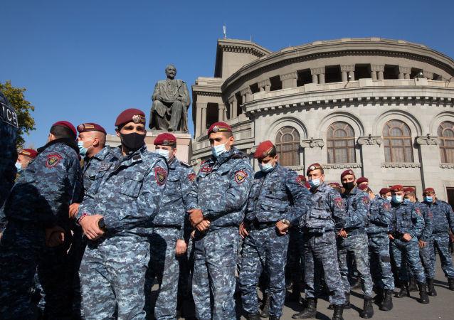 亞美尼亞反對派宣佈成立全國救助委員會