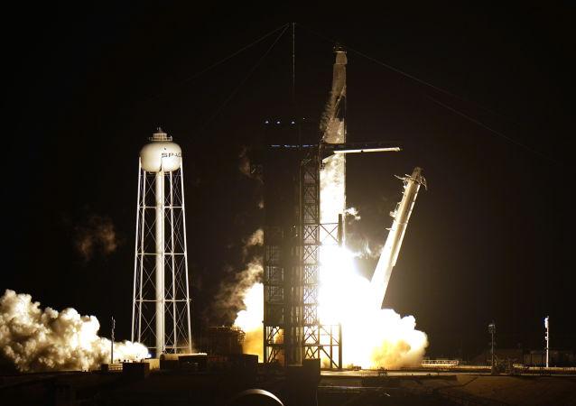SpaceX公司因天氣原因推遲發射龍貨運飛船