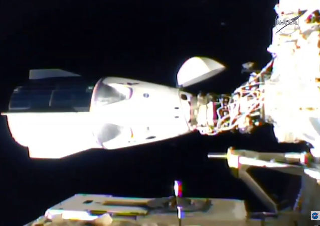 載人龍飛船對接國際空間站