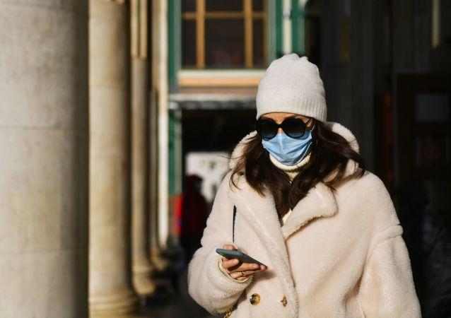 醫生解釋為何嚴寒天氣在戶外不應戴口罩