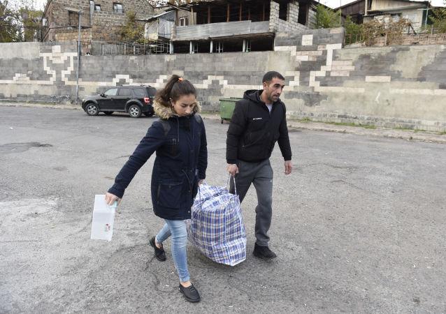 難民返回其在納卡的家園