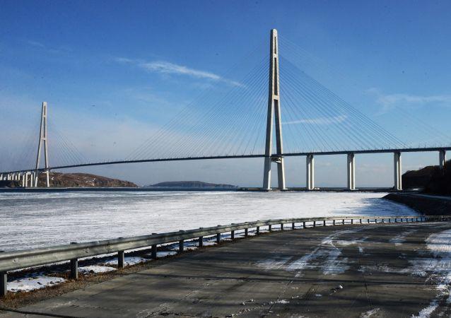 11月21日起被關閉鏈接俄羅斯島的大橋恢復通車