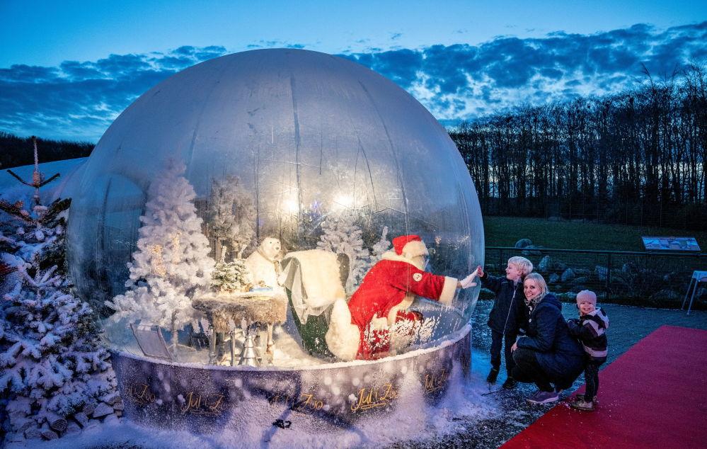 丹麥一個大型水晶球裡面的聖誕老人