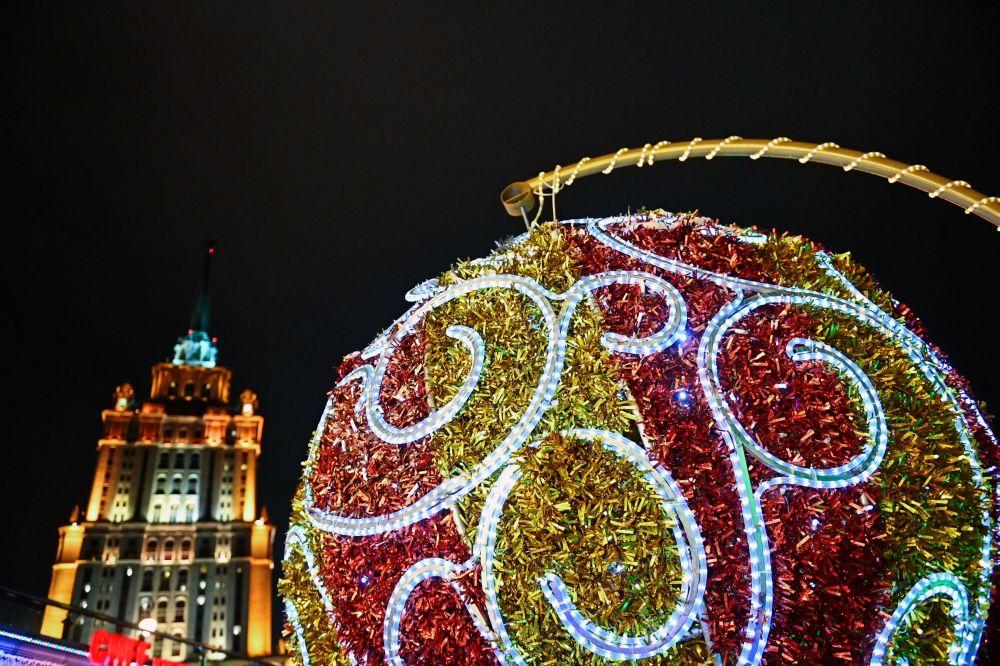 莫斯科塔拉斯·捨甫琴科河岸街的新年彩燈