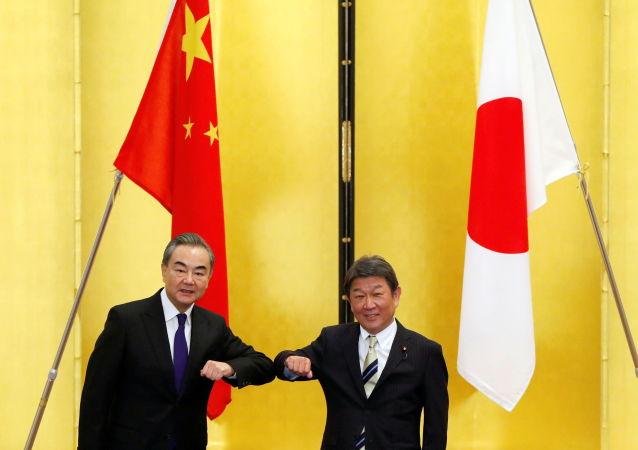 有媒體稱王毅訪問日韓針對美國 中國外交部:中日韓之間一直保持著密切溝通協調