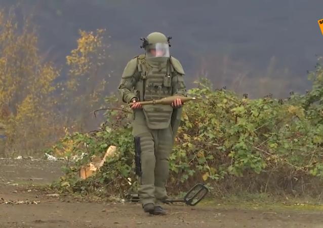 俄維和人員在納卡責任區排雷