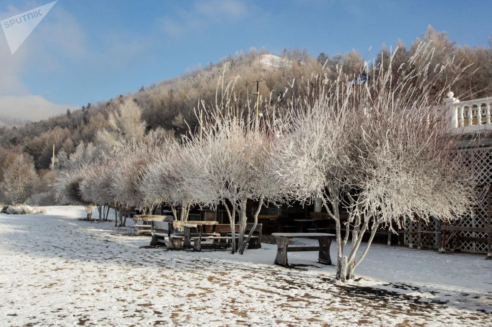 伊爾庫茨克州貝加爾湖畔的利斯特維揚卡小鎮