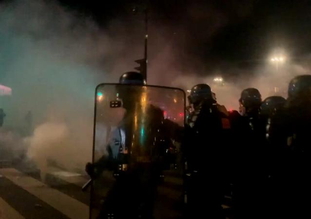 巴黎火光沖天:抗議行動升級為騷亂