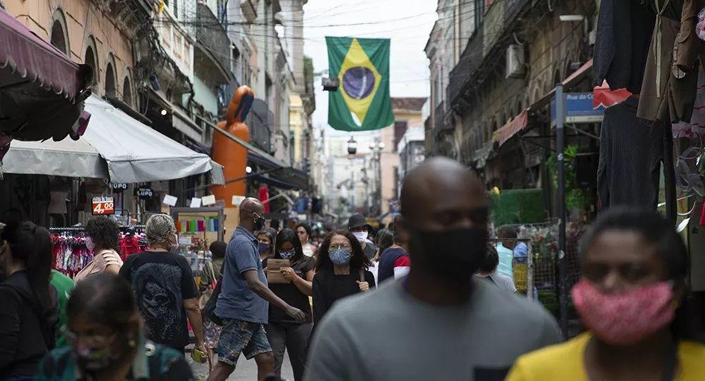 巴衛生部:巴西單日新增新冠病毒感染病例5.6萬例