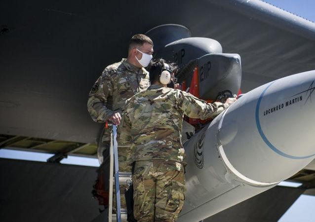 暫未投放的有前景的美國洛克希德·馬丁公司高超音速導彈AGM-183A ARRW的試樣