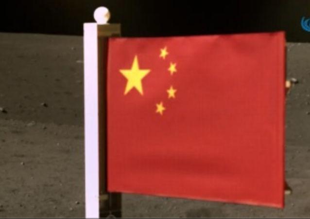 中國國旗在月球上