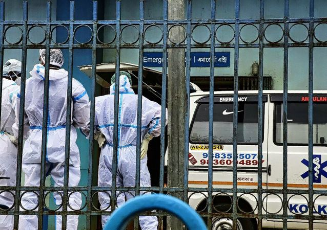 印度單日新增新冠病毒感染病例超29.5萬例 創疫情以來最高值
