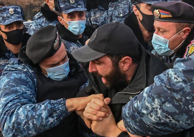 媒體:納卡失蹤者的親屬闖入亞美尼亞國防部