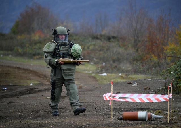 俄軍官兵清除納卡地區近480公頃土地的未爆彈藥