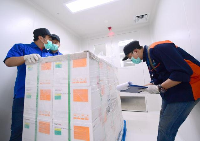 中國援助孟加拉國50萬劑新冠疫苗運抵該國首都達卡
