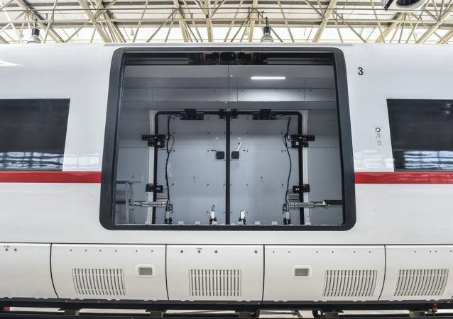 中國研制的時速350公里高速貨運動車組正式下線