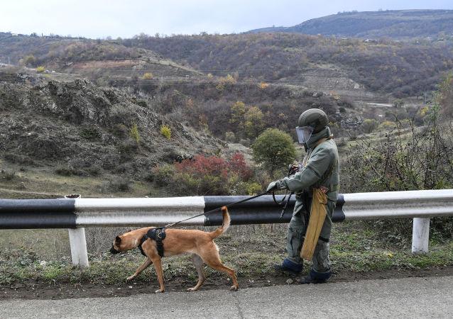 俄緊急情況部專家在納卡地區發現 一萬多件彈藥