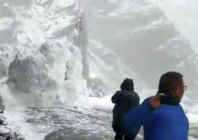 伊朗山體滑坡死亡人數升至12人