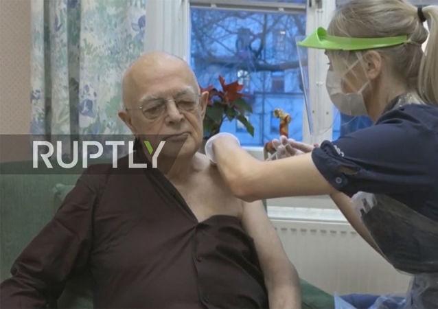 76歲老人成瑞典接種新冠疫苗第一人