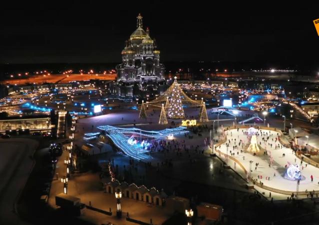 紹伊古在「愛國者」公園為冬季嘉年華揭幕