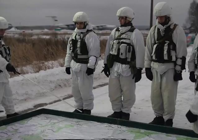 俄空降兵部隊傘降演練面面觀