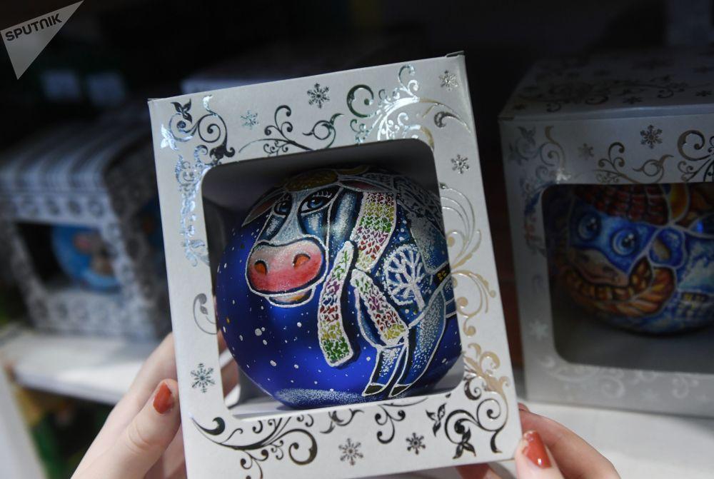 新年樅樹裝飾玻璃球